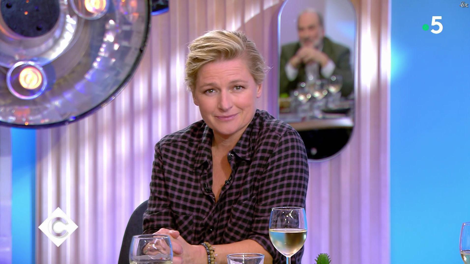 Anne-Elisabeth Lemoine dans C à Vous. Diffusé à la télévision le 11/11/19.