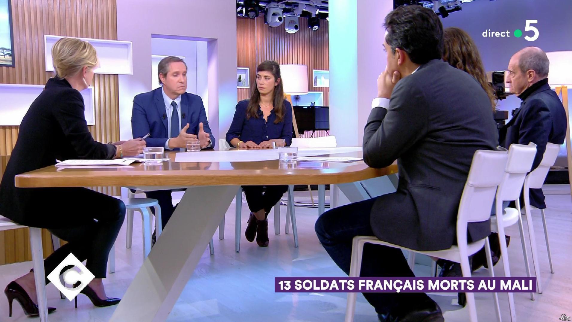 Anne-Elisabeth Lemoine dans C à Vous. Diffusé à la télévision le 26/11/19.