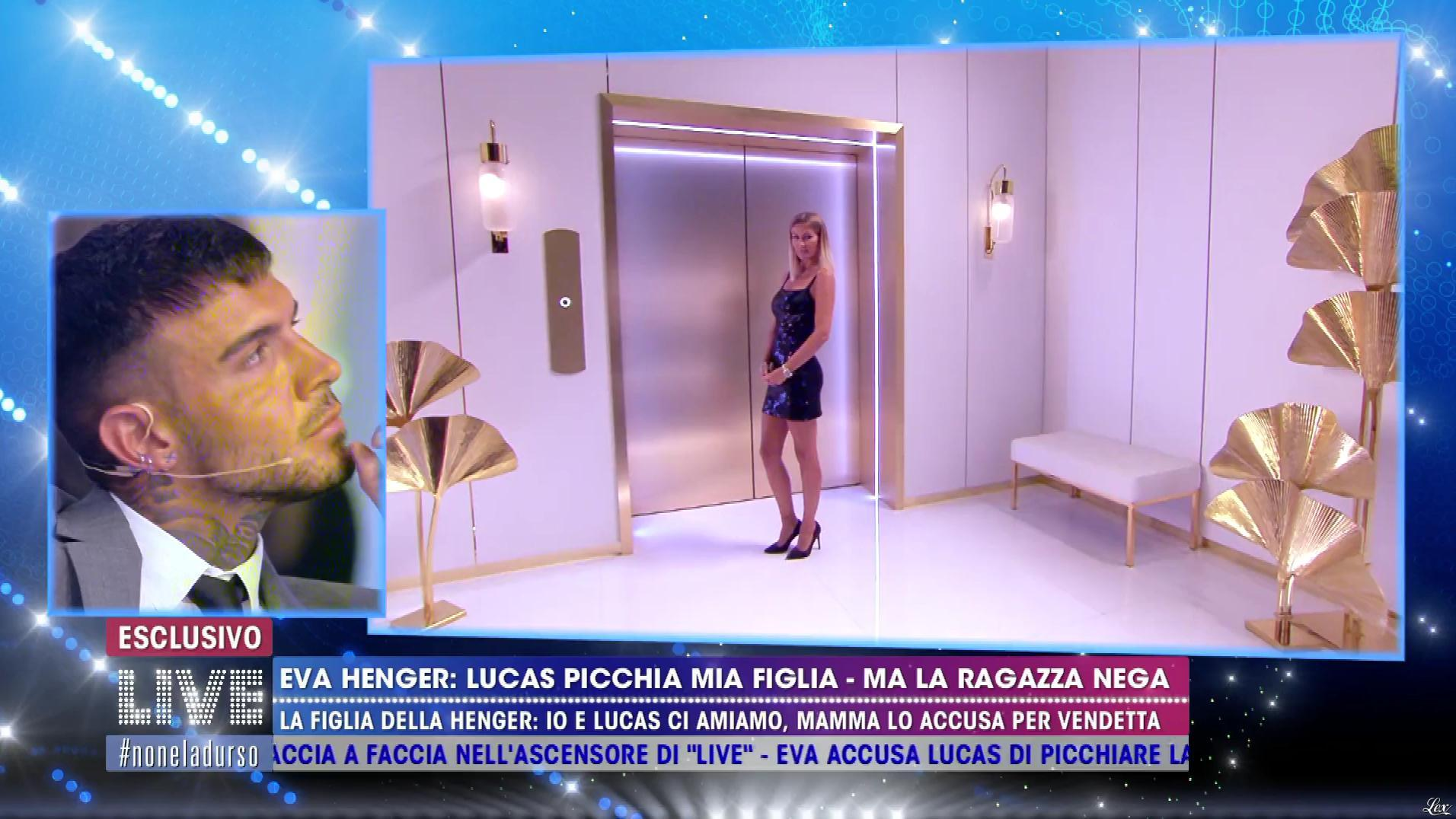 Eva Henger dans Non è la d'Urso. Diffusé à la télévision le 04/11/19.