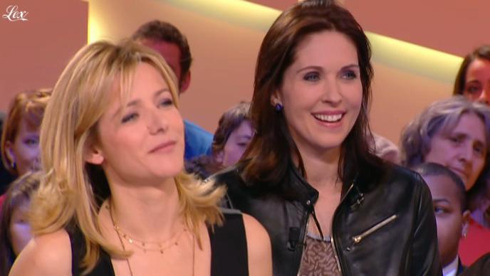 Laure Guibert et Isabelle Bouysse dans le Grand Journal De Canal Plus. Diffusé à la télévision le 03/03/11.