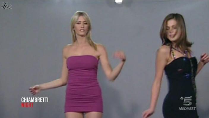 Thais Wigger et Elena Santerelli dans Chiambretti Night. Diffusé à la télévision le 22/10/10.