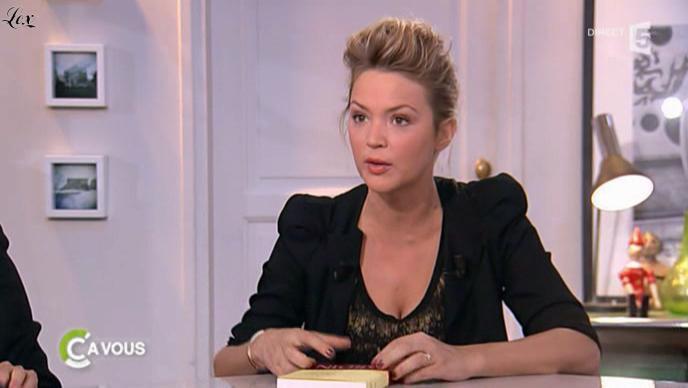 Virginie Efira dans C à Vous. Diffusé à la télévision le 05/01/11.