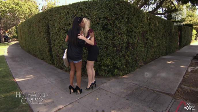 Ayem, Soizic Sap et Aline Sap dans Hollywood Girls. Diffusé à la télévision le 23/10/12.