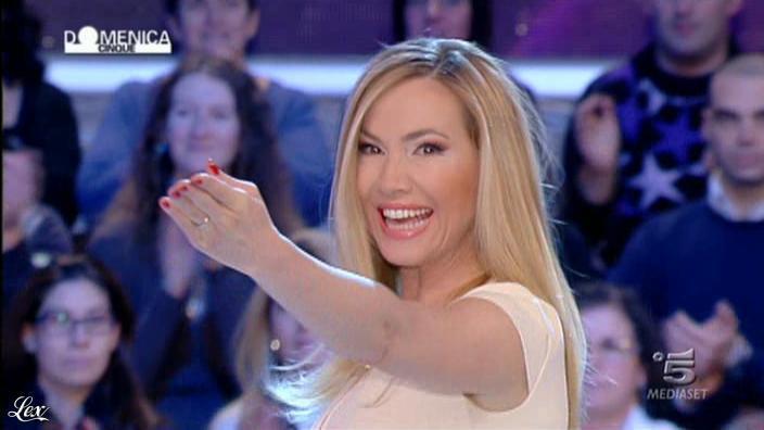 FederiÇa Panicucci dans DomeniÇa 5. Diffusé à la télévision le 12/02/12.