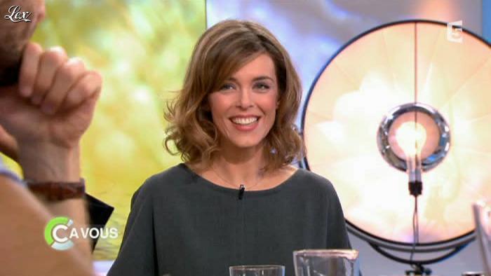 Julie Andrieu dans C à Vous la Suite. Diffusé à la télévision le 16/03/12.