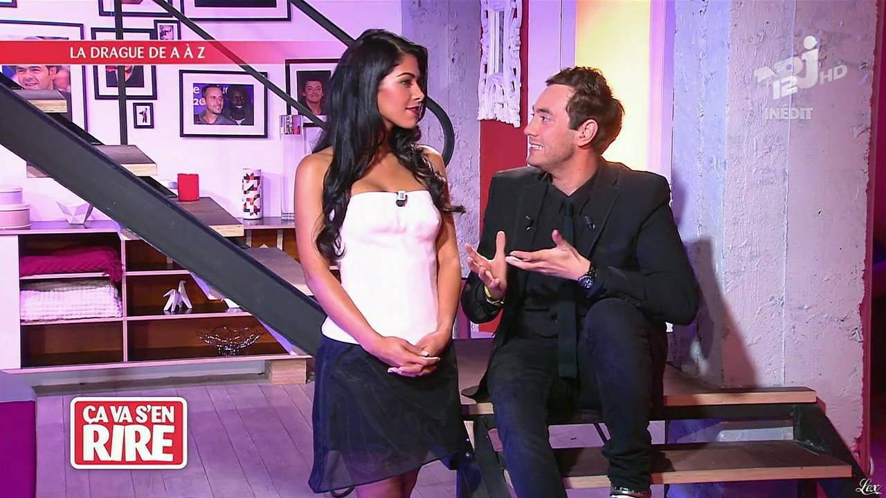 Ayem Nour dans Ça va s en Rire. Diffusé à la télévision le 02/11/13.