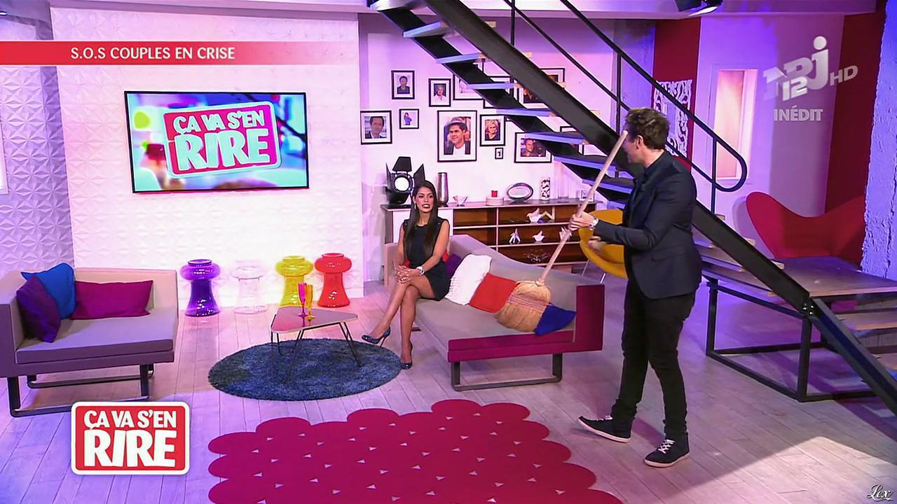 Ayem Nour dans Ça va s en Rire. Diffusé à la télévision le 09/11/13.