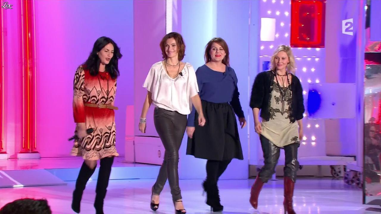 Camille Japy et Florence Thomassin dans Vivement Dimanche. Diffusé à la télévision le 27/01/13.