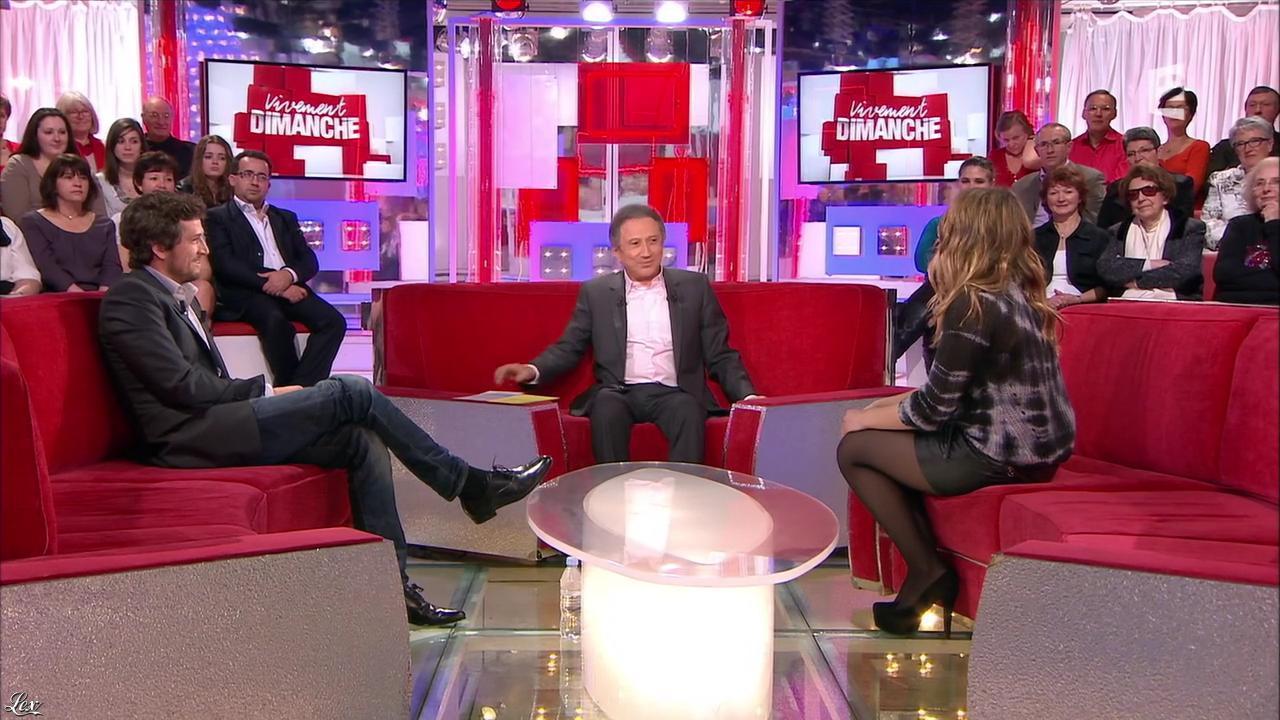 Izia dans Vivement Dimanche. Diffusé à la télévision le 10/03/13.