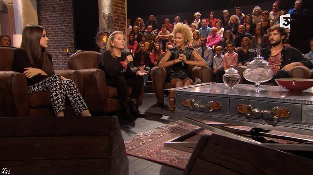 Amanda Scott dans Du Cote de Chez Dave. Diffusé à la télévision le 08/11/15.