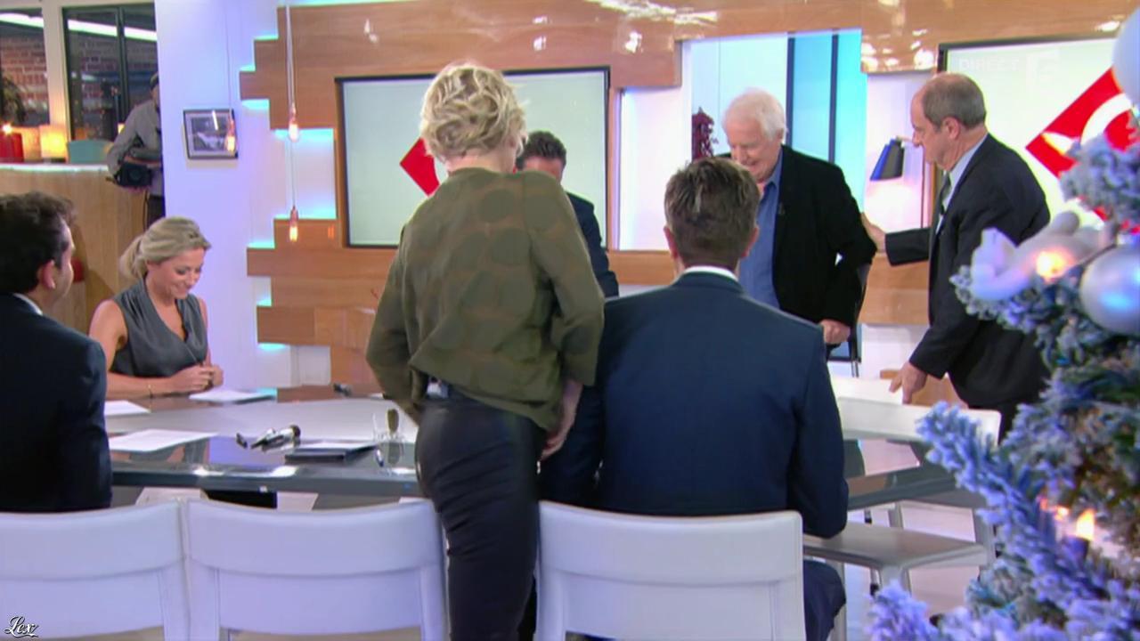 Anne-Elisabeth Lemoine dans C à Vous. Diffusé à la télévision le 12/12/16.