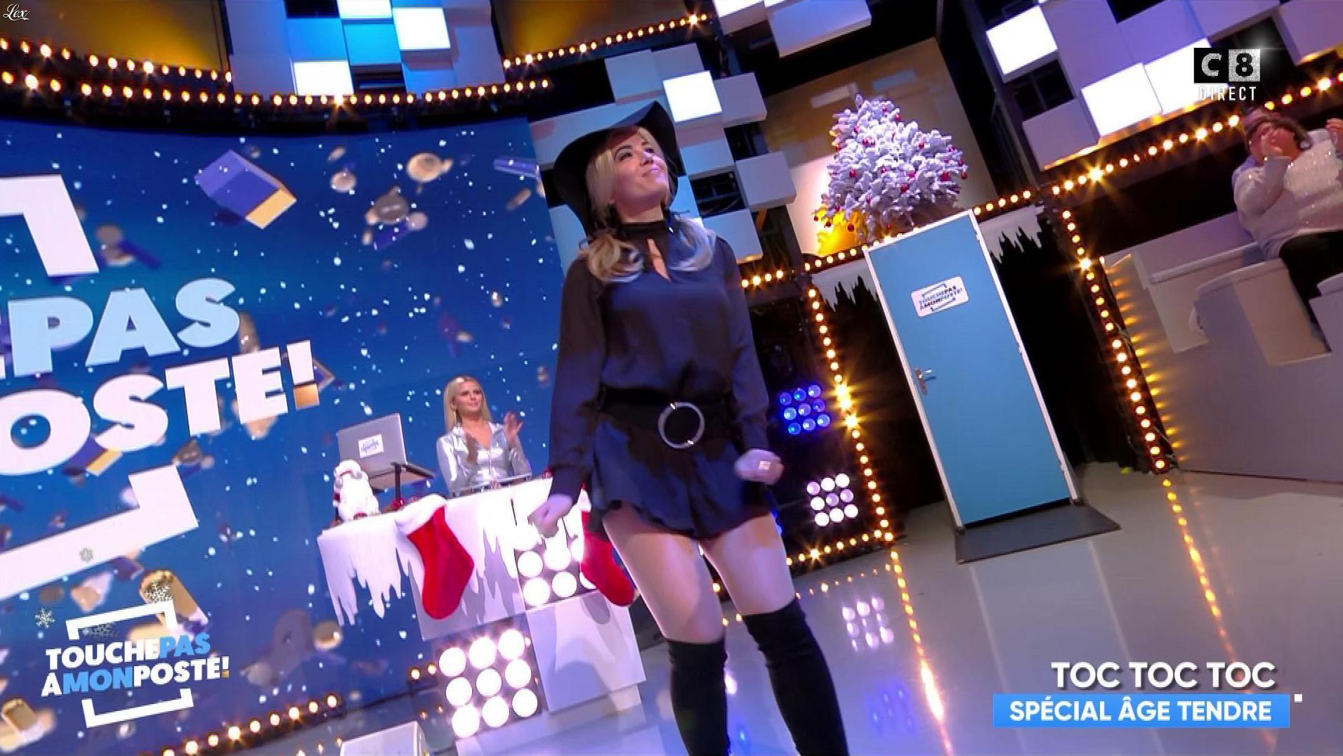 Agathe Auproux et Kelly Vedovelli dans Touche pas à mon Poste. Diffusé à la télévision le 18/12/17.