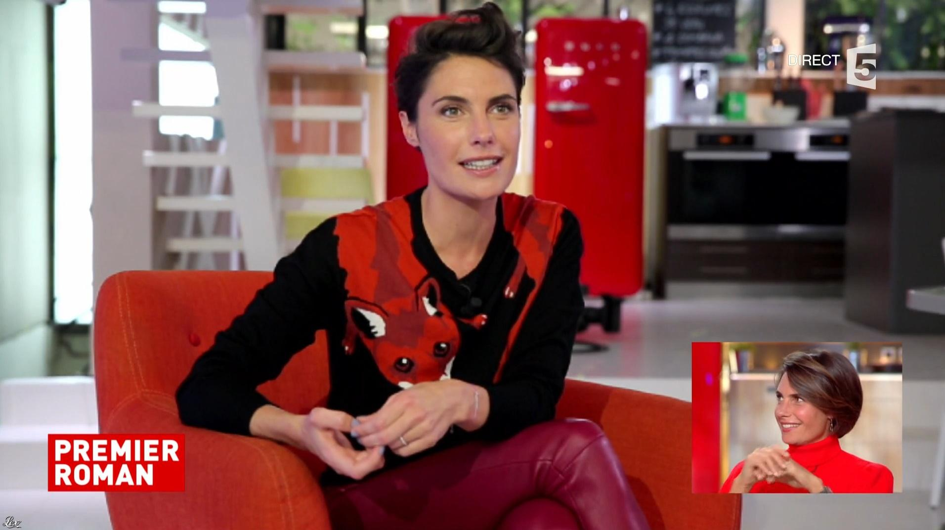 Alessandra Sublet dans C à Vous. Diffusé à la télévision le 08/11/17.