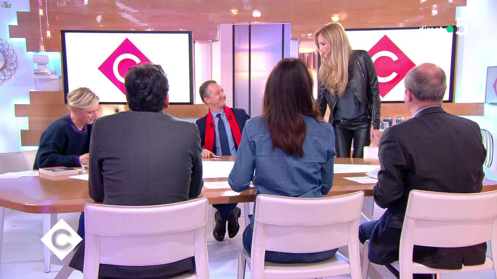 Adriana Karembeu dans C à Vous. Diffusé à la télévision le 20/11/18.