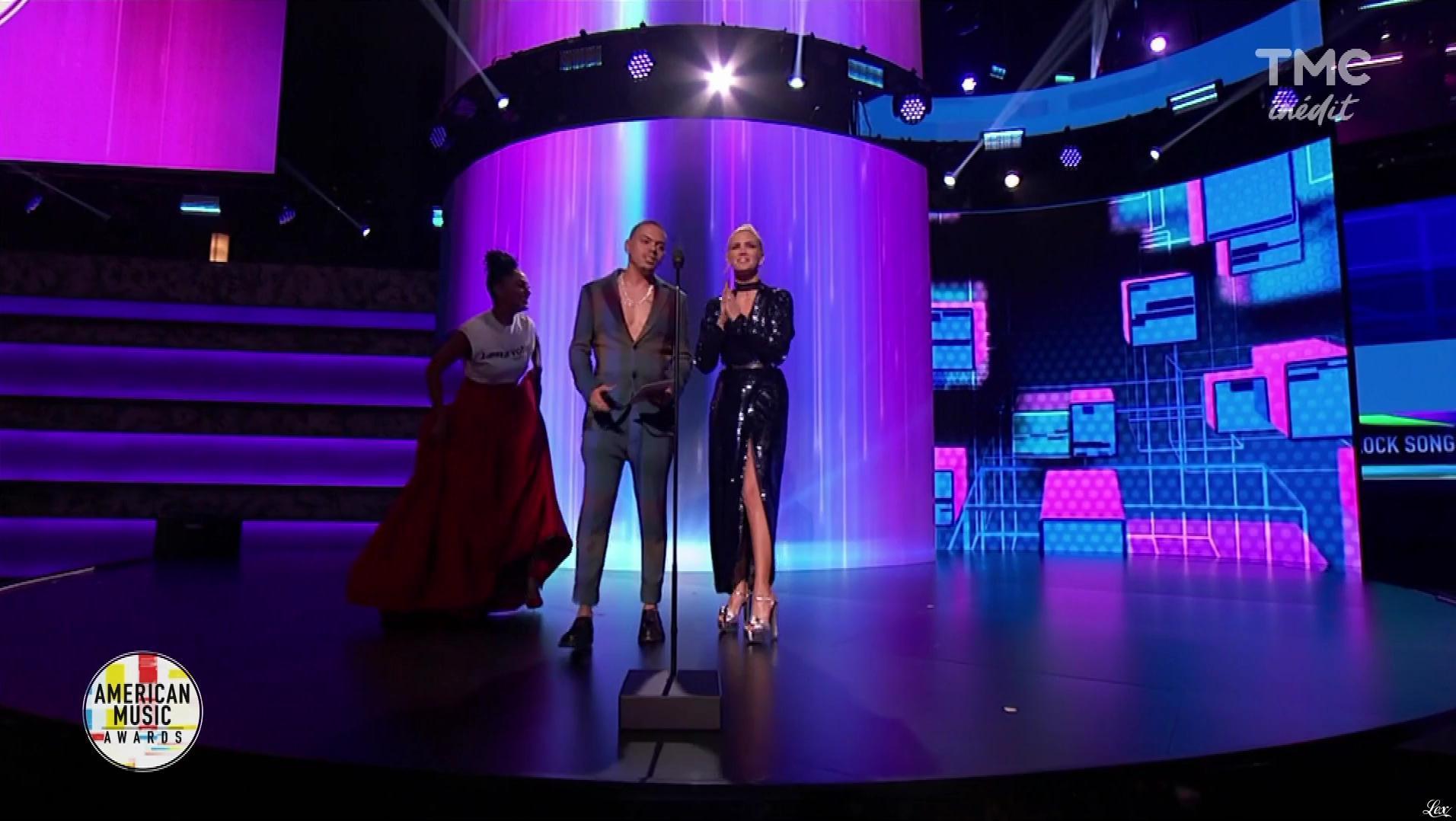 Ashley Simpsons dans American Music Awards. Diffusé à la télévision le 06/11/18.