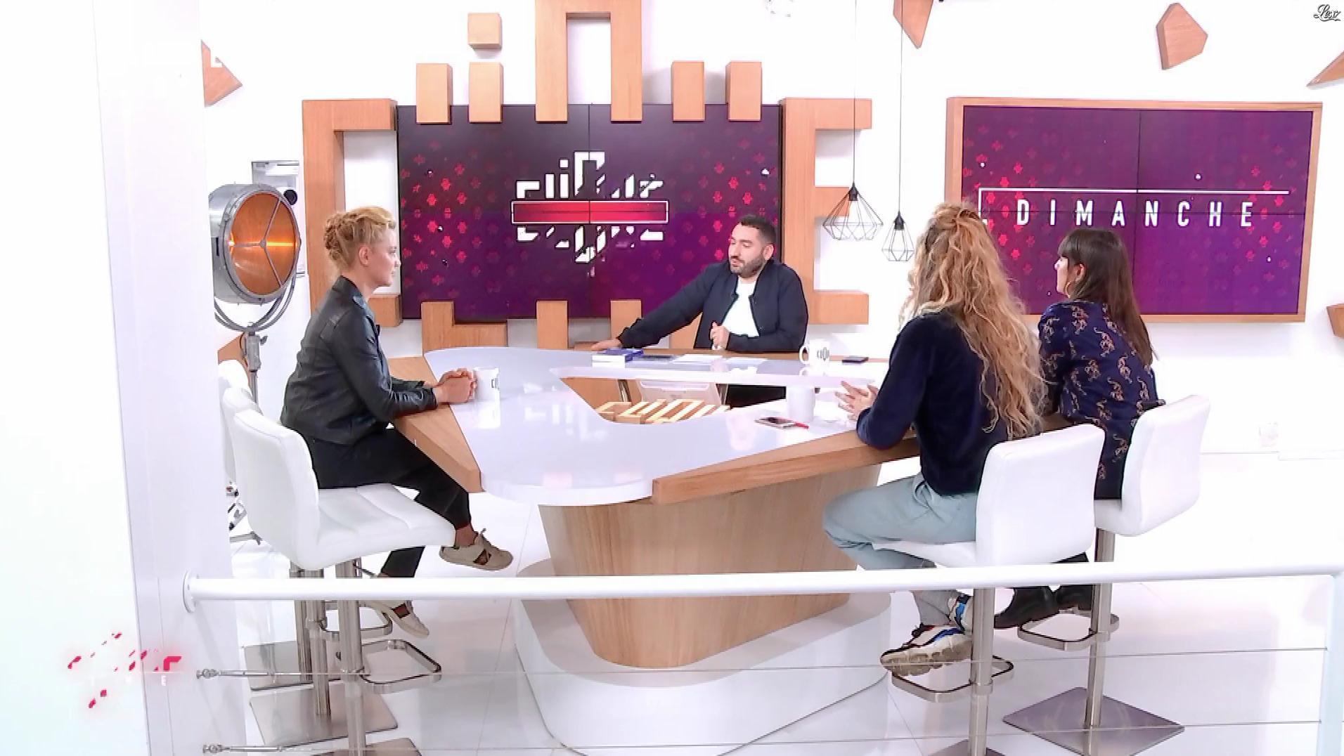 Virginie Efira dans Clique Dimanche. Diffusé à la télévision le 04/11/18.
