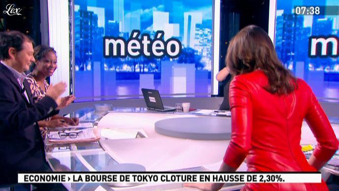 Julia Vignali dans la Matinale. Diffusé à la télévision le 29/11/11.