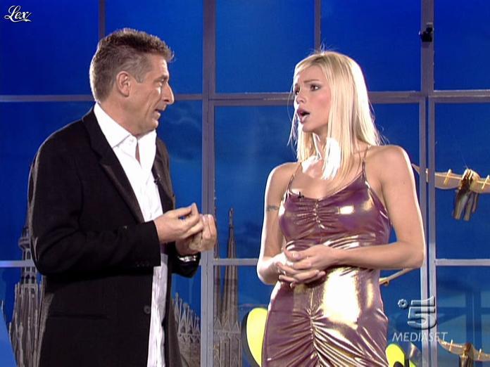 Michelle Hunziker dans Striscia La Notizia. Diffusé à la télévision le 18/10/06.