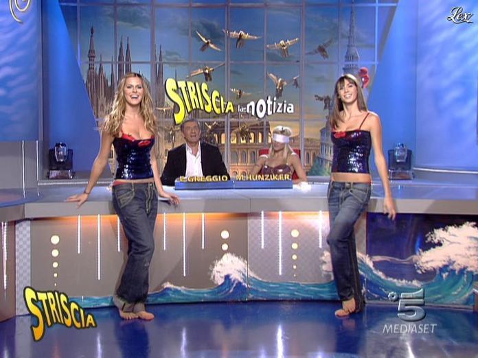 Michelle Hunziker, les Veline, Mélissa Satta et Thais Souza Wiggers dans Striscia La Notizia. Diffusé à la télévision le 18/10/06.