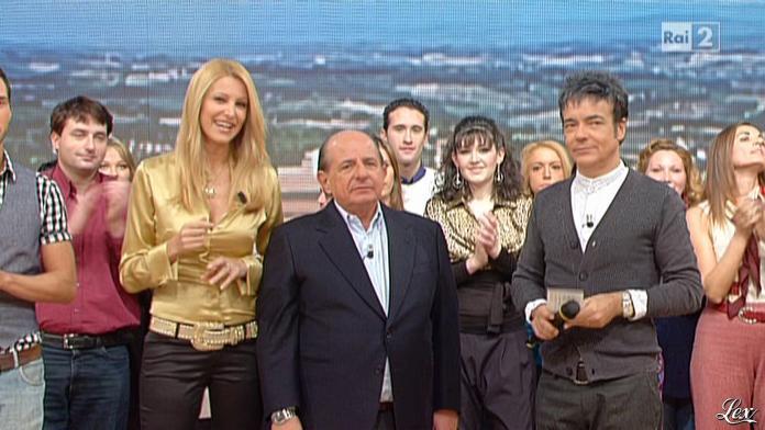 Adriana Volpe dans I Fatti Vostri. Diffusé à la télévision le 16/12/10.