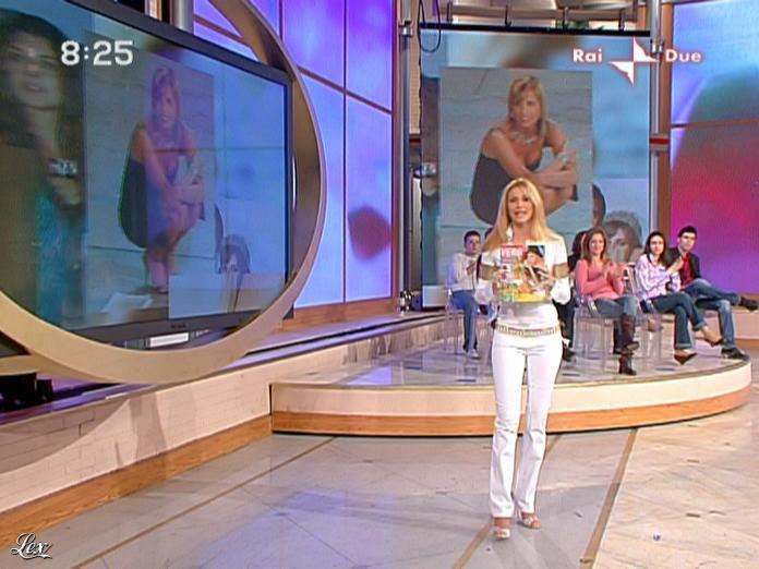 Adriana Volpe dans Mattina in Famiglia. Diffusé à la télévision le 14/03/09.