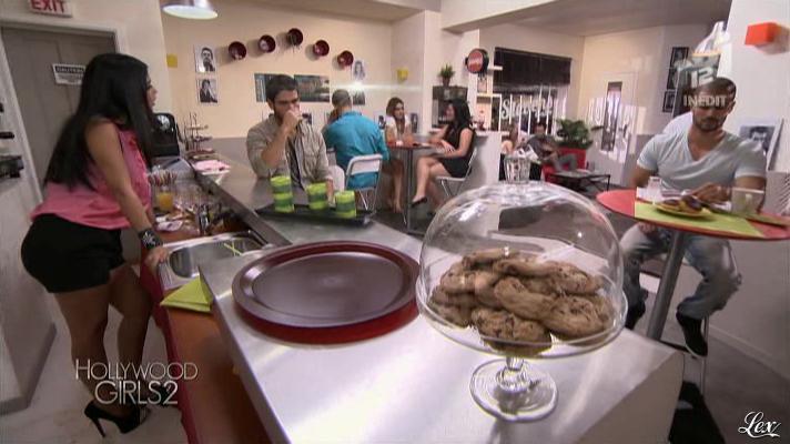 Ayem dans Hollywood Girls. Diffusé à la télévision le 31/10/12.