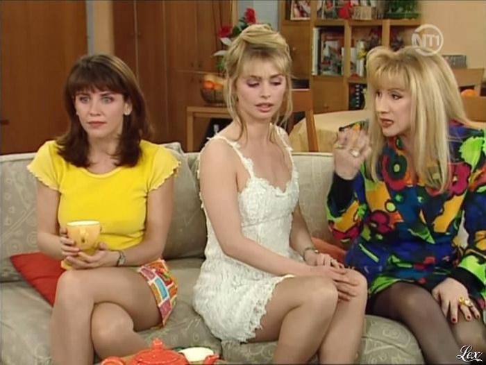 Babsy et isabelle bouysse sexy en mini jupe - 2 3