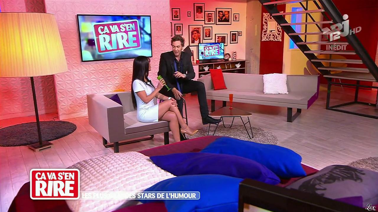 Ayem Nour dans Ça Va s en Rire. Diffusé à la télévision le 21/12/13.