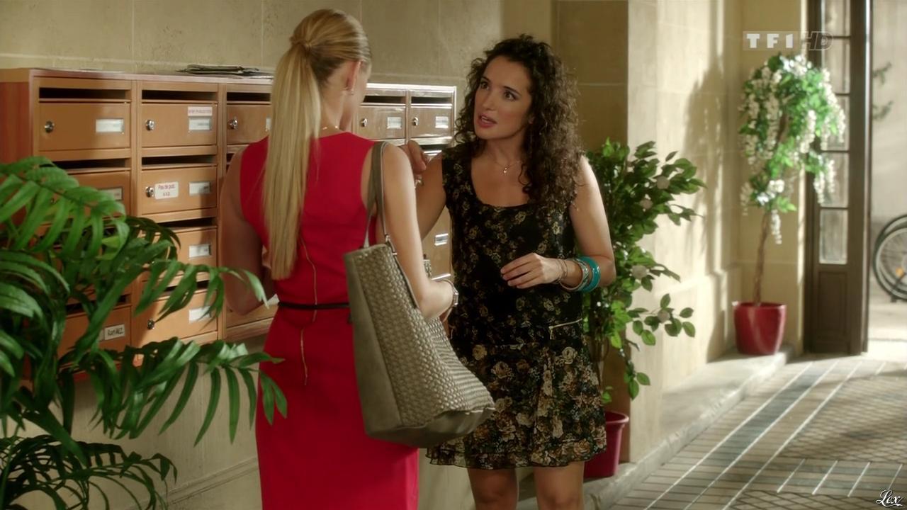 Joy Esther et Isabelle Vitari dans Nos Chers Voisins. Diffusé à la télévision le 08/08/13.