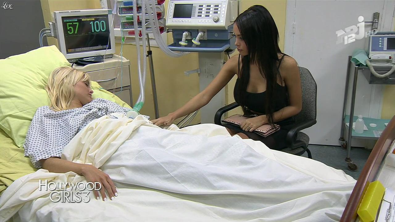 Nabilla Benattia dans Hollywood Girls. Diffusé à la télévision le 05/12/13.