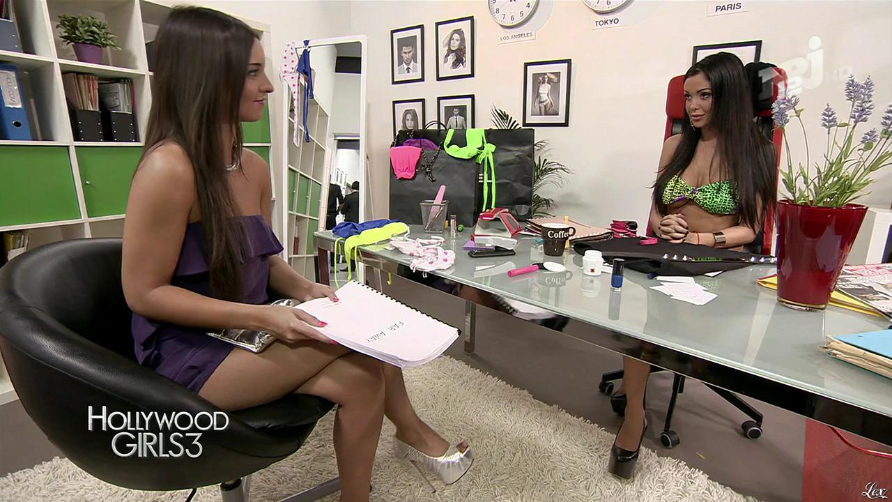 Nabilla Benattia et Laura Coll dans Hollywood Girls. Diffusé à la télévision le 05/12/13.
