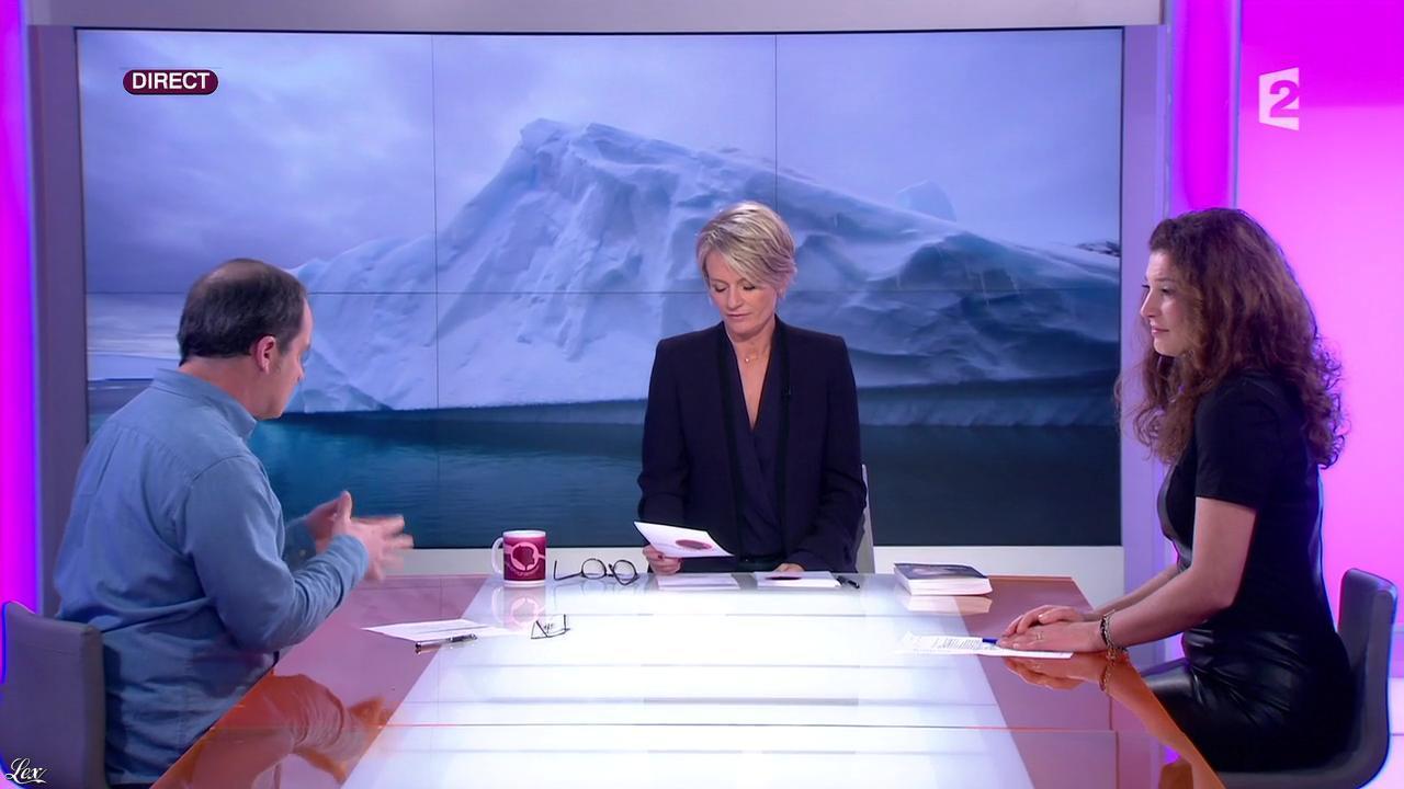 Sophie Davant et Aurelia Block dans c'est au Programme. Diffusé à la télévision le 24/01/14.