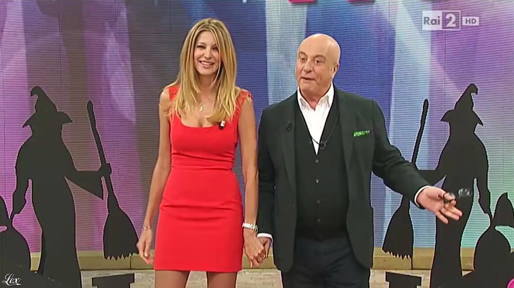 Adriana Volpe dans I Fatti Vostri. Diffusé à la télévision le 06/01/16.