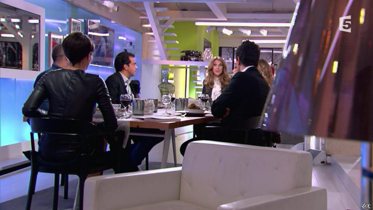 Alessandra Sublet et Céline Dion dans C à Vous. Diffusé à la télévision le 28/11/12.