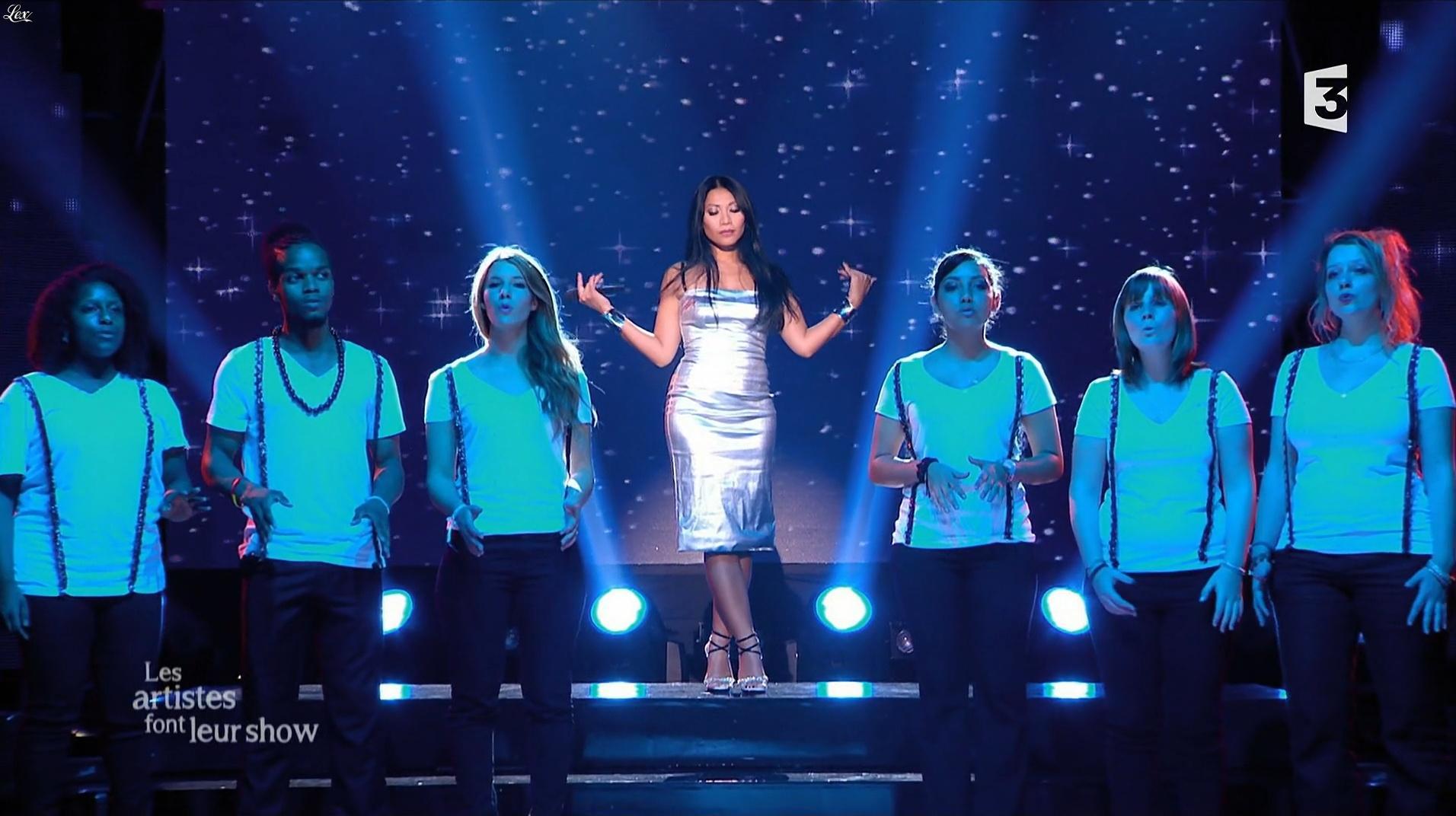 Anggun dans 300 Chœurs en Fête. Diffusé à la télévision le 23/12/16.