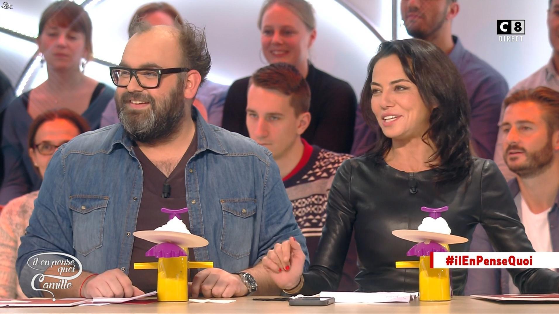 Sandra de Matteis dans Il en Pense Quoi Camille. Diffusé à la télévision le 24/11/16.