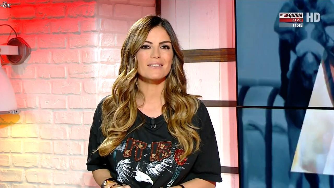 Amélie Bitoun dans un Jour aux Courses. Diffusé à la télévision le 21/11/17.