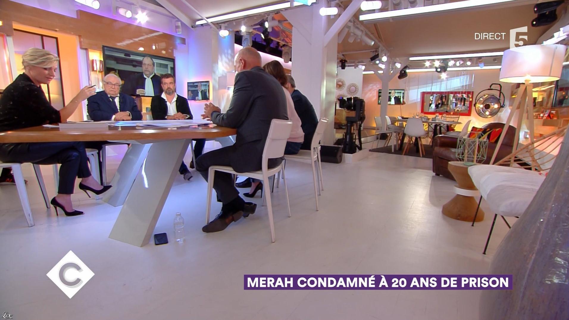 Anne-Elisabeth Lemoine dans C à Vous. Diffusé à la télévision le 02/11/17.