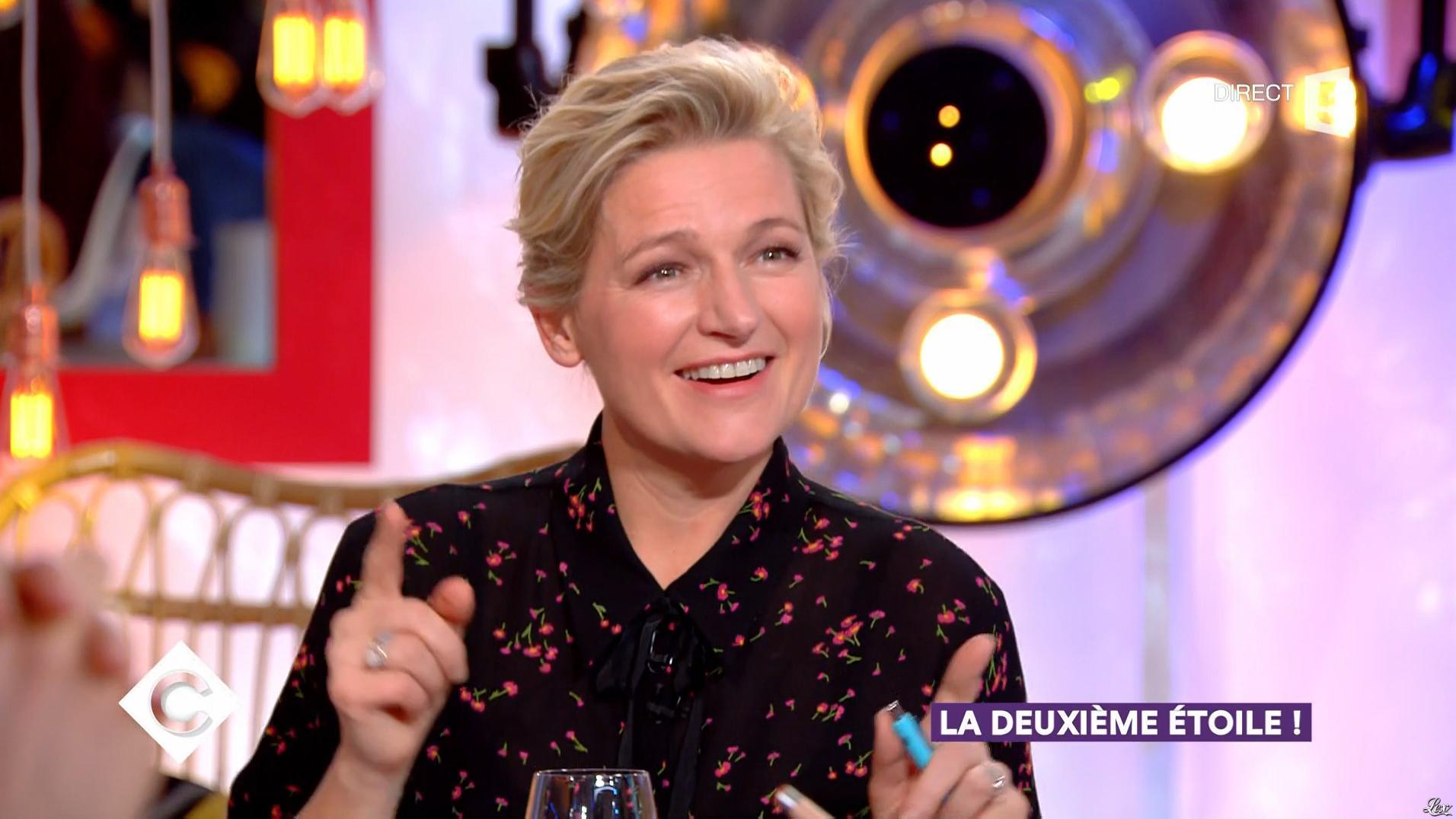 Anne-Elisabeth Lemoine dans C à Vous. Diffusé à la télévision le 07/12/17.