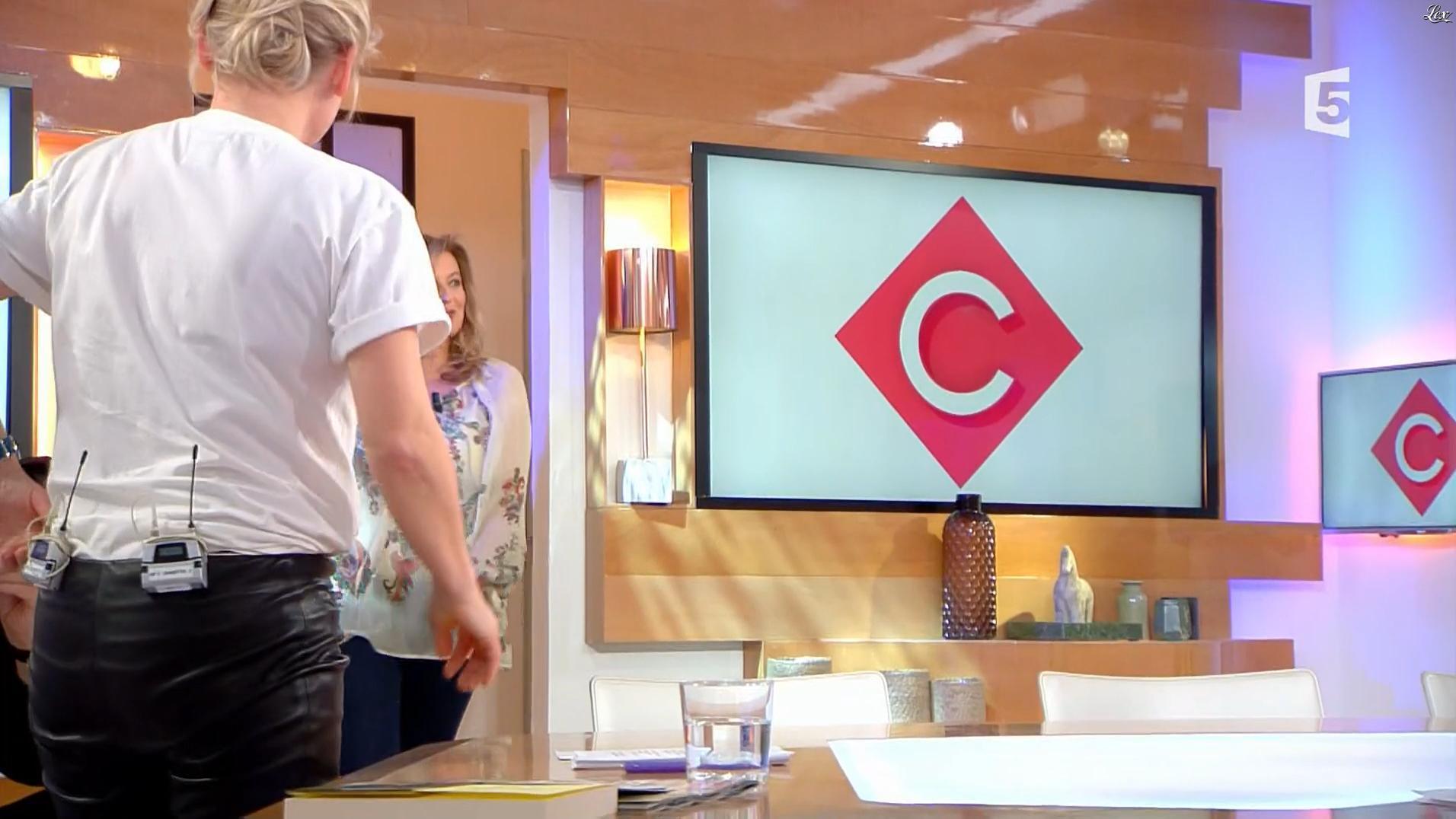 Anne-Elisabeth Lemoine dans C à Vous. Diffusé à la télévision le 19/01/18.