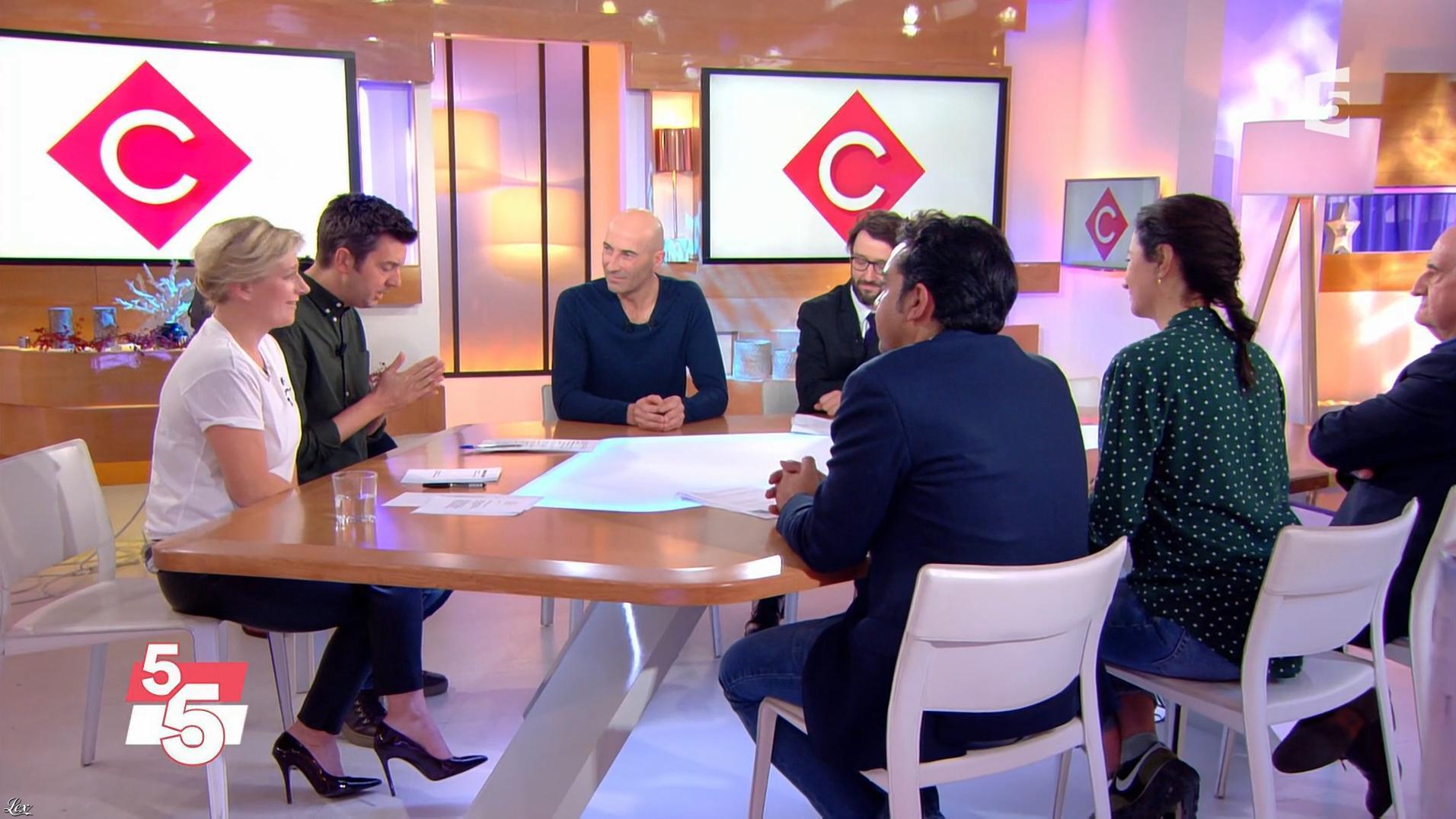Anne-Elisabeth Lemoine dans C à Vous. Diffusé à la télévision le 22/12/17.