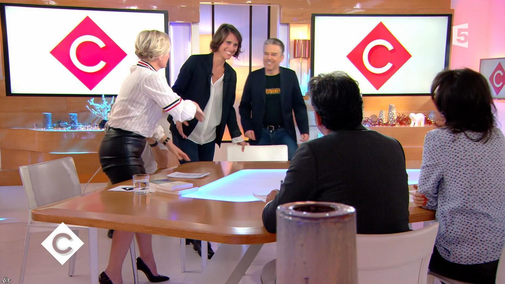 Anne-Elisabeth Lemoine dans C à Vous. Diffusé à la télévision le 26/12/17.