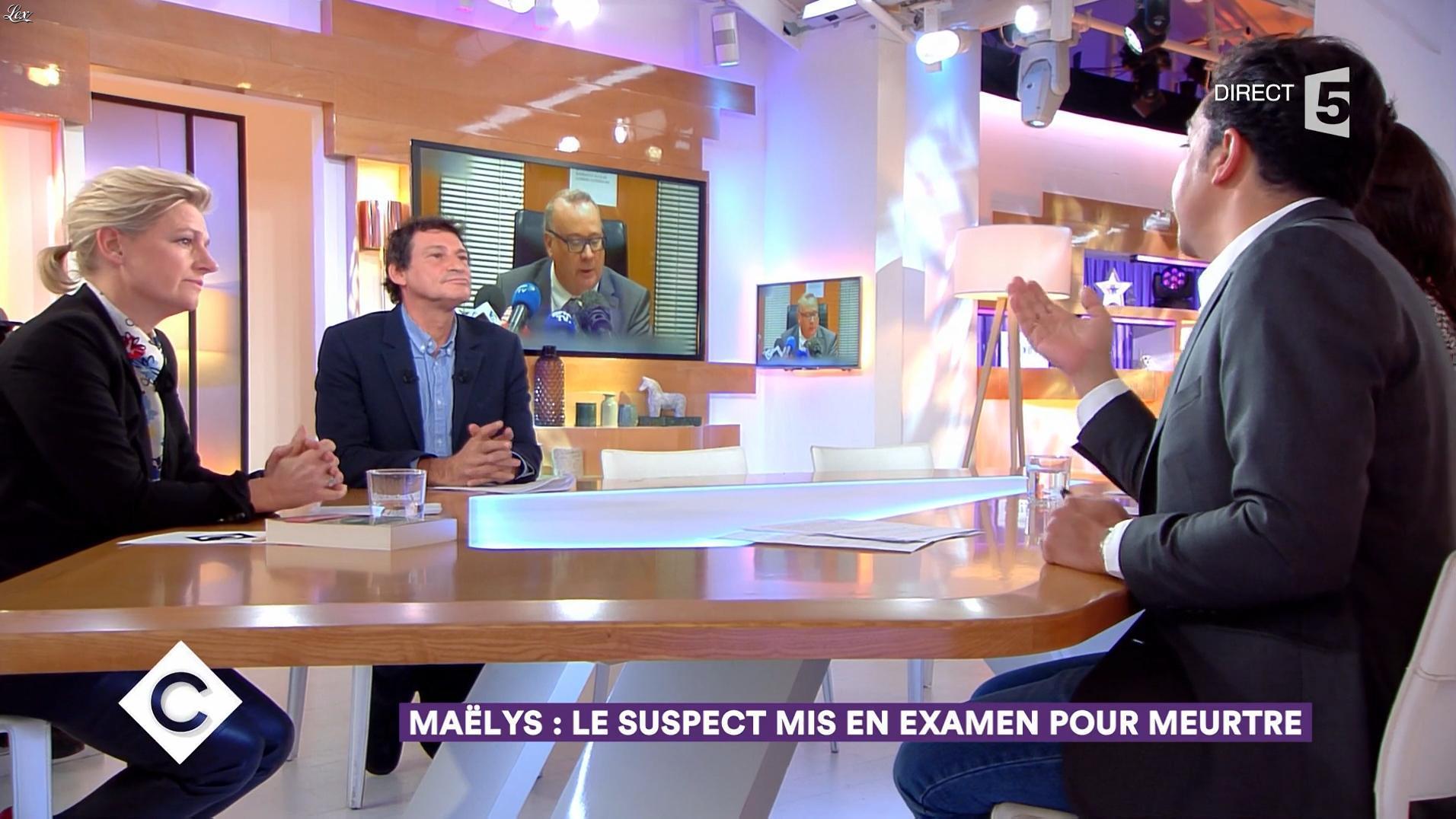 Anne-Elisabeth Lemoine dans C à Vous. Diffusé à la télévision le 30/11/17.