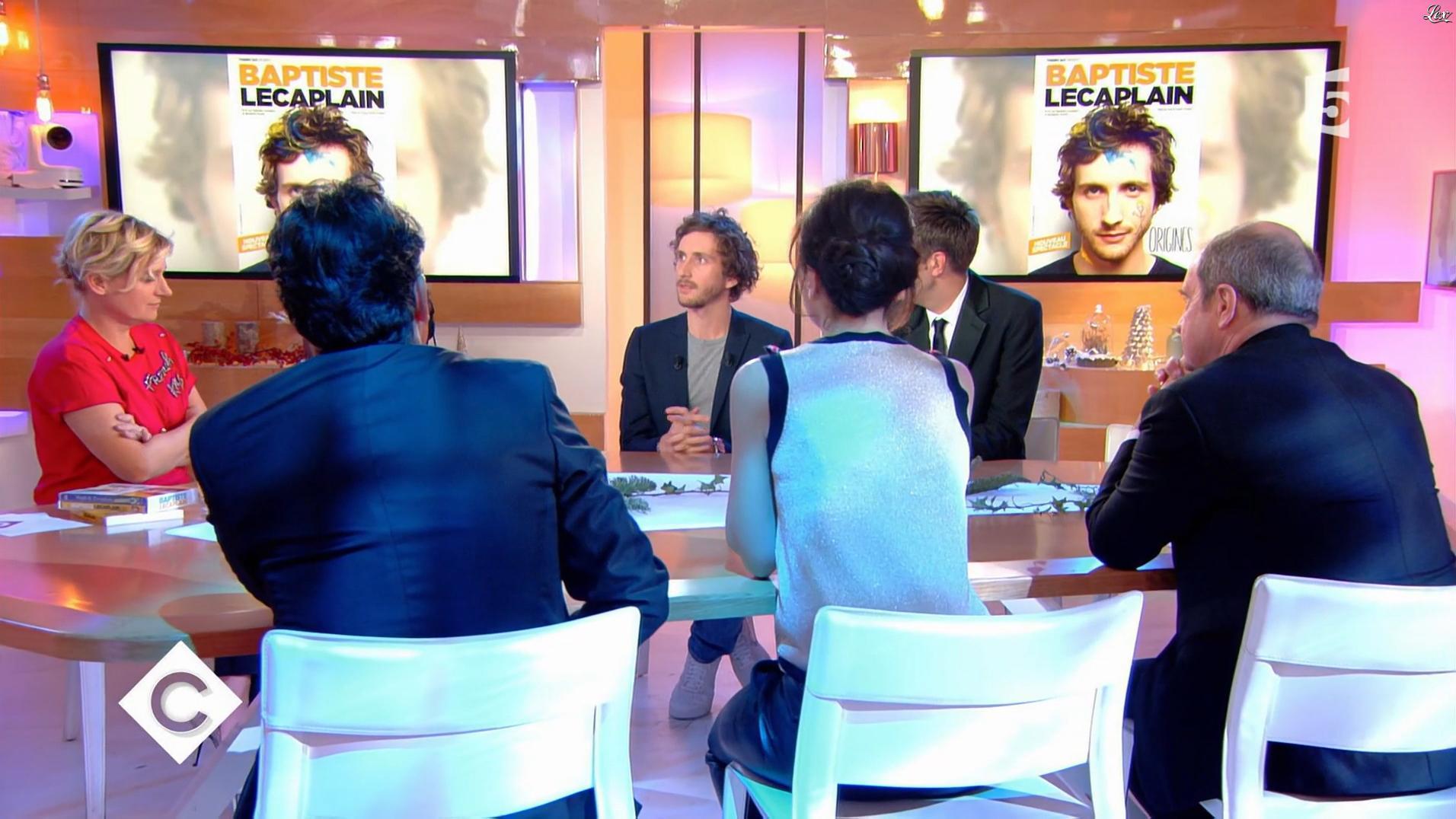 Anne-Elisabeth Lemoine et Marion Ruggieri dans C à Vous. Diffusé à la télévision le 29/12/17.