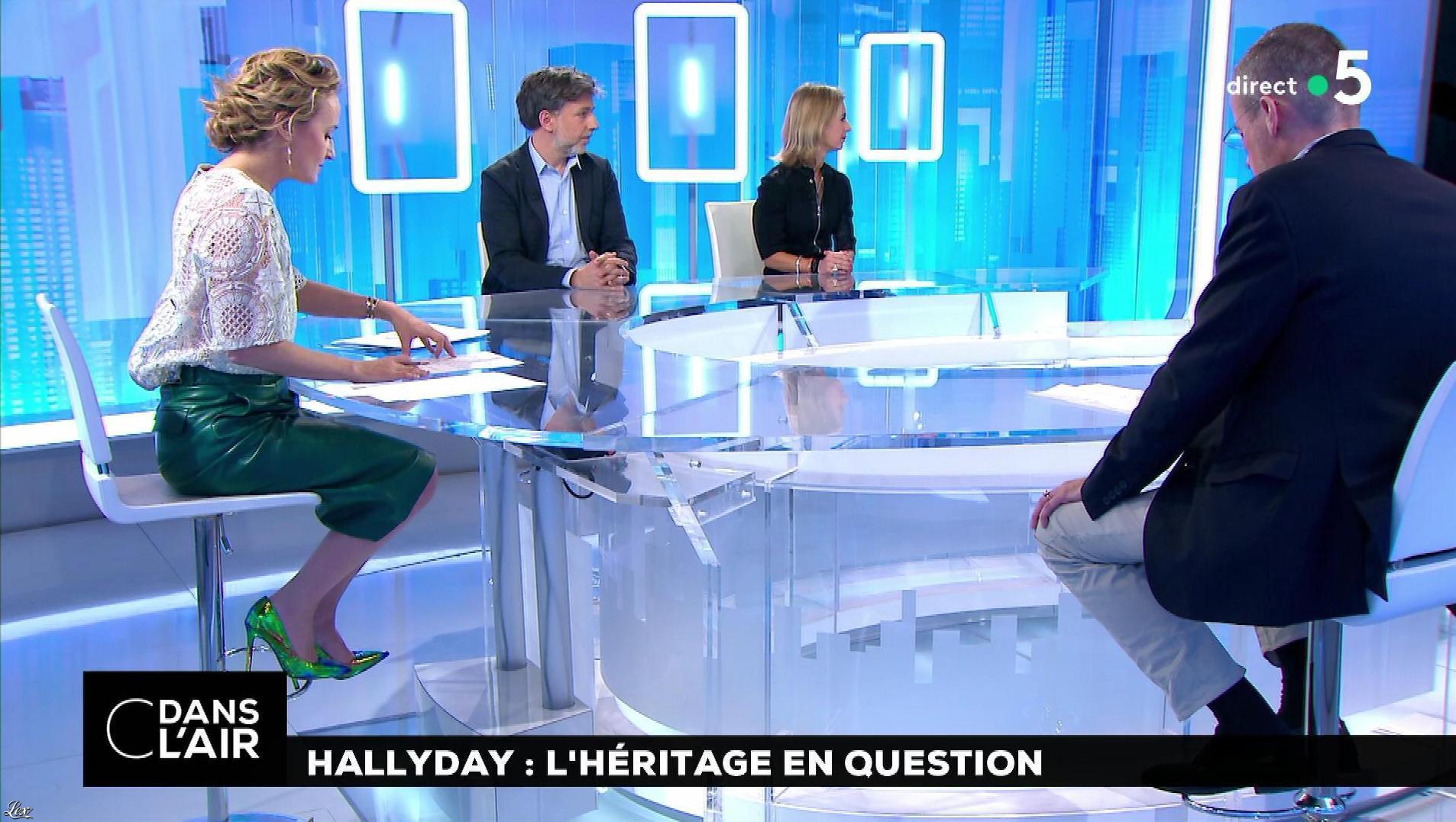 Caroline Roux dans C dans l'Air. Diffusé à la télévision le 13/02/18.