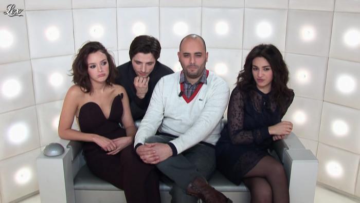 Camelia Jordana et Charlotte Le Bon dans le Grand Journal de Canal Plus. Diffusé à la télévision le 20/12/12.