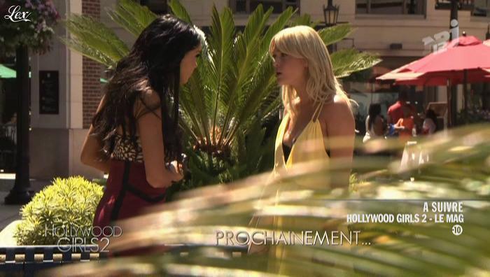 Caroline Receveur et Nabilla Benattia dans Hollywood Girls. Diffusé à la télévision le 02/10/12.