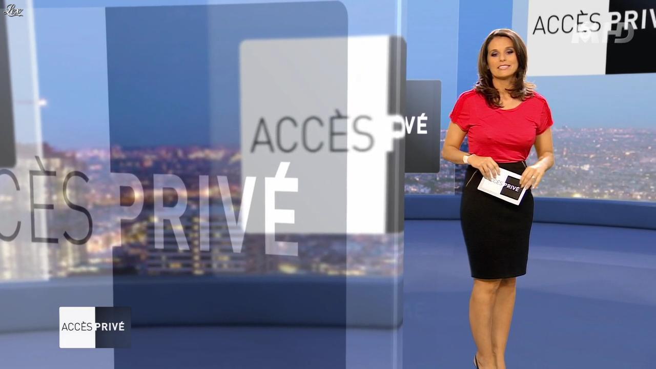 Faustine Bollaert dans Accès Privé. Diffusé à la télévision le 26/05/12.