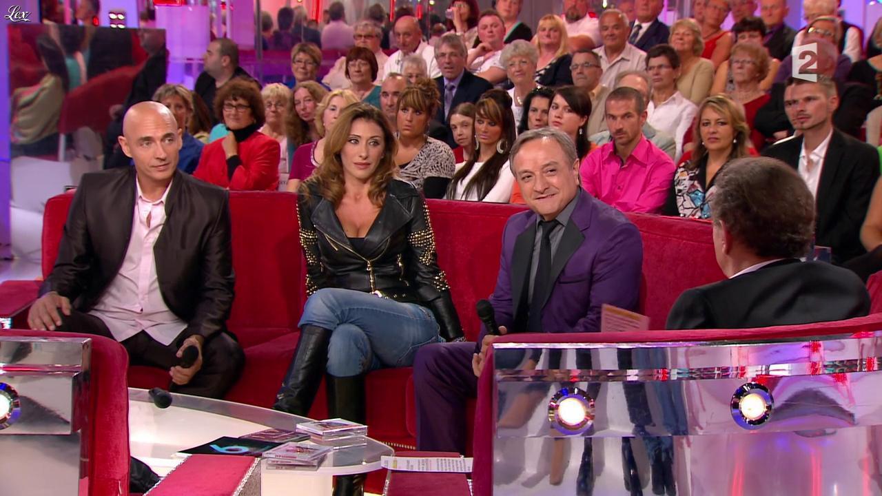 Sabrina Salerno dans Vivement Dimanche. Diffusé à la télévision le 14/10/12.