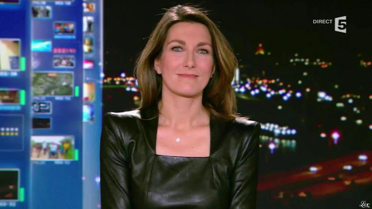 Anne Claire Coudray dans C à Vous. Diffusé à la télévision le 03/09/13.